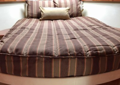 Riveria 4400 Sport Yacht Forward Bedding